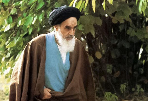 تمام مراتب هستی، تکمیلشده به نور است که امام خمینی به آن باور داشت